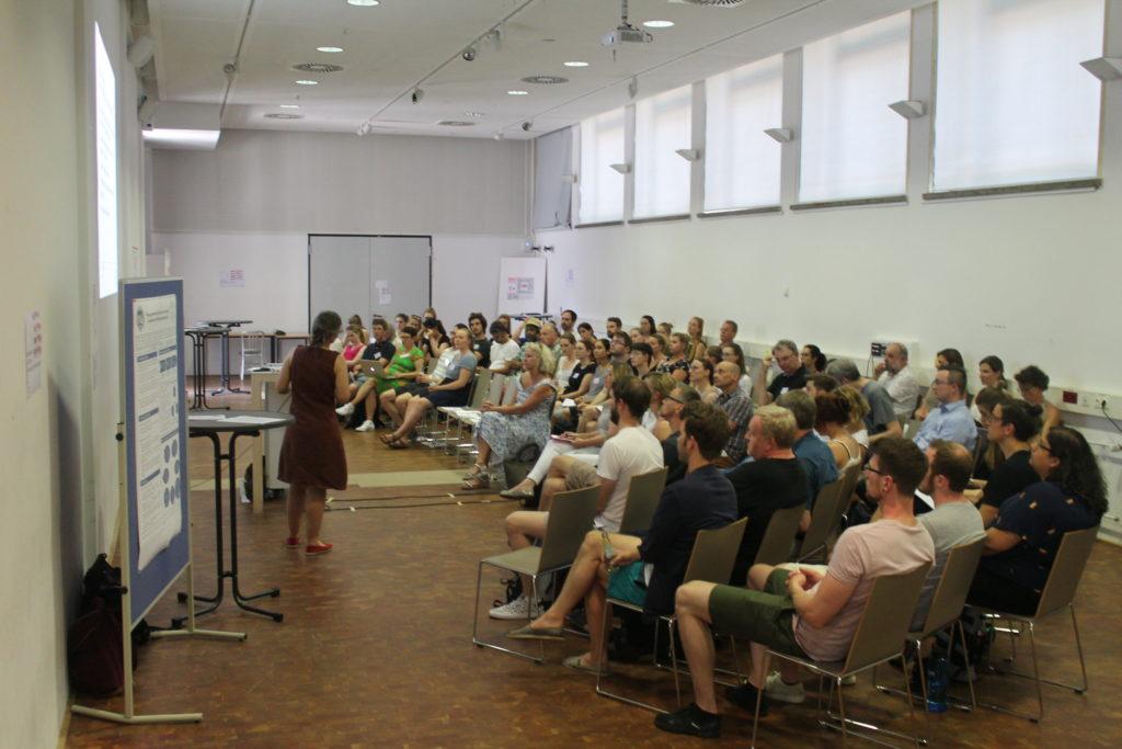 Prof. Dr. Zorn stellt das Projekt INTIA vor
